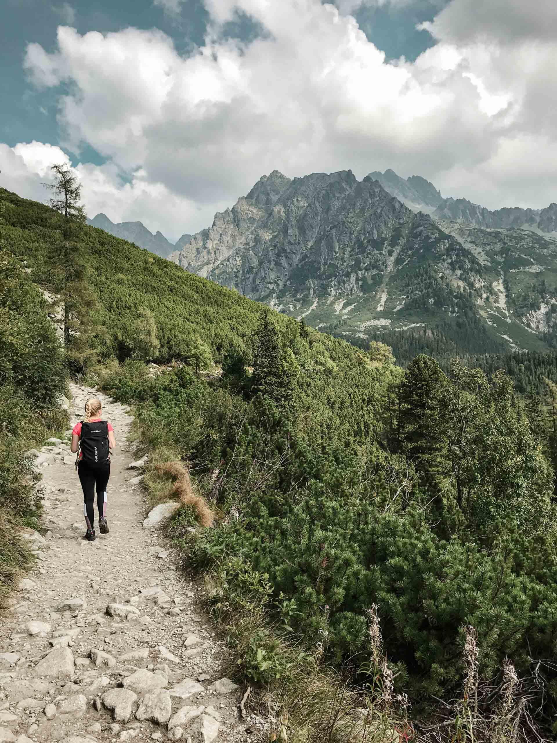 Vysoké Tatry, výstup na Rysy ze Štrbského plesa - Jiráci na cestách